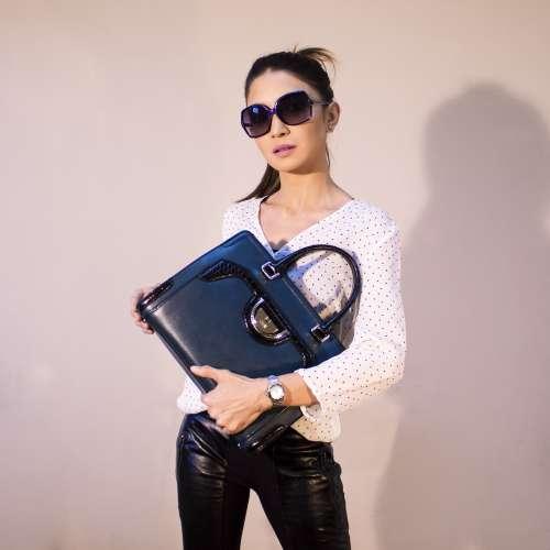 Női táskák és pénztárcák