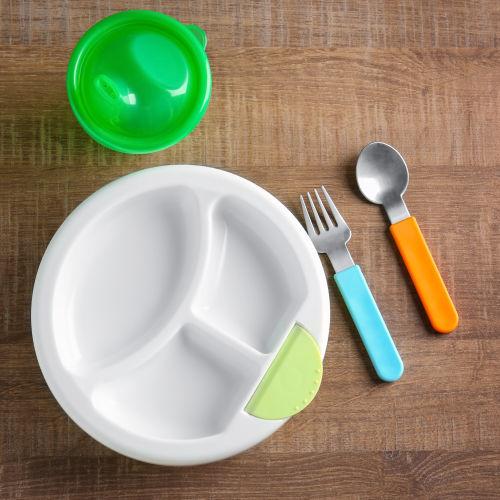 Tányérok, evőeszközök, étkészletek