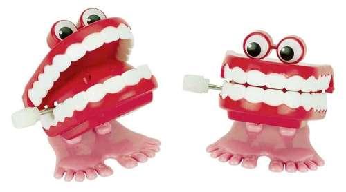 Felhúzható játék - Csattogó fogak