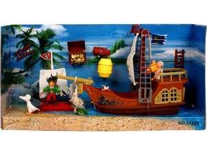 Műanyag kalózhajó figurákkal - 27 cm 31026402 Vízi jármű