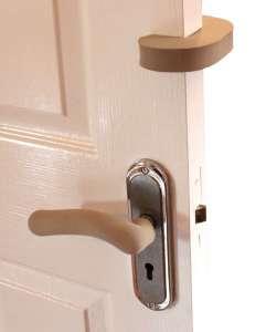 Clevamama Ajtóbecsapódás-gátló és Kilincsvédőzár 31342819 Biztonság a lakásban
